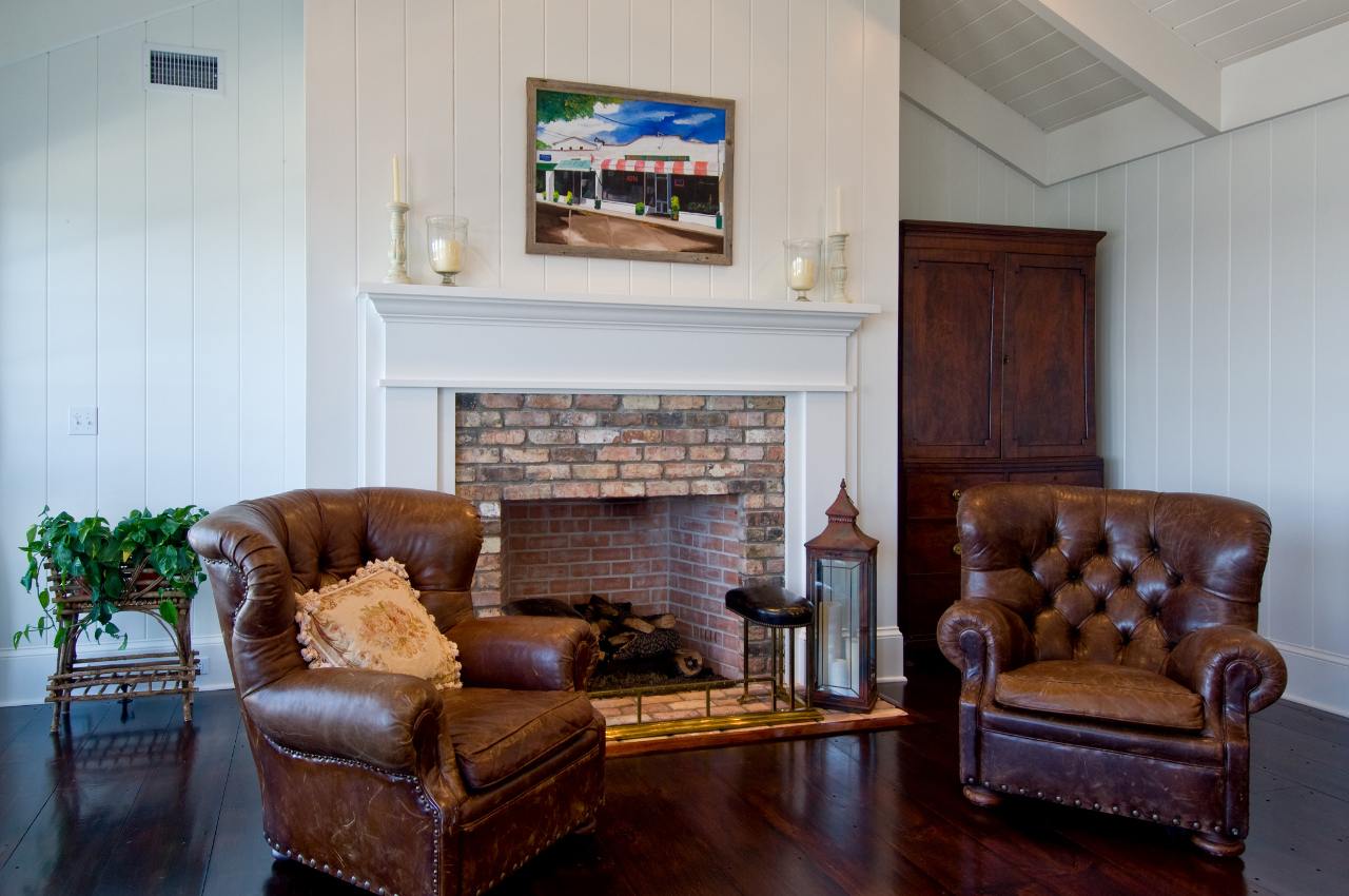 Traditional Sitting Room With Fireplace Hamptons Habitat