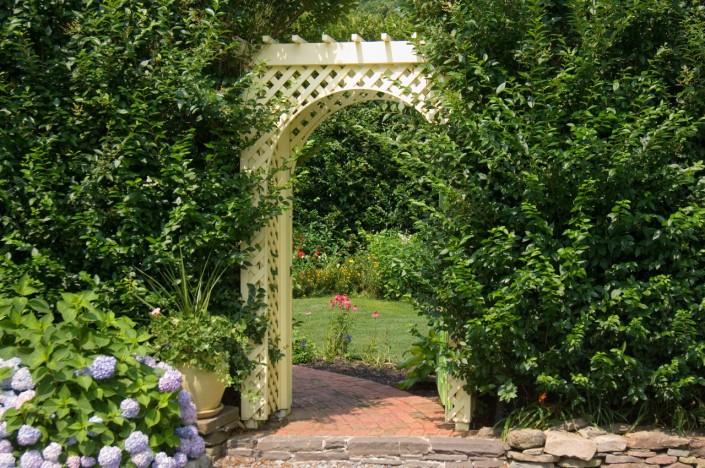 Bumblebee Manor - Arbor