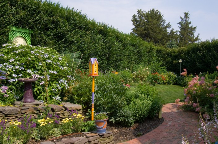 Bumblebee Manor - Garden
