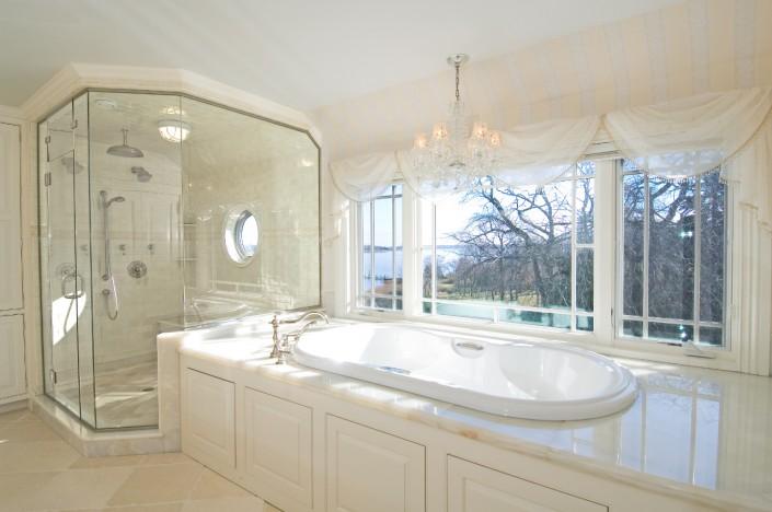 Bumblebee Manor - Master Bath