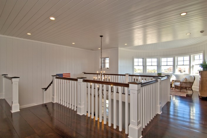 Hamptons Double Foyer Landing