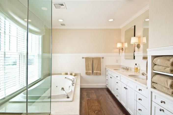 Bathrooms hamptons habitat for Beach house master bathroom